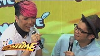 It's Showtime hosts bumanat ng