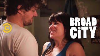 Broad City - DJ Roommates