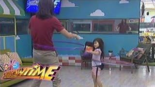It's Showtime: Tommy and Aimi's hula-hoop task