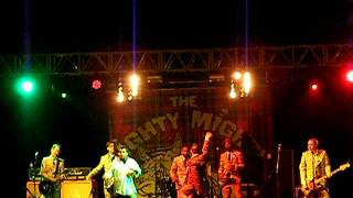 The Mighty Mighty Bosstones - The Impression I Get & Tin Soldiers (Live Leeds Fest 2011)