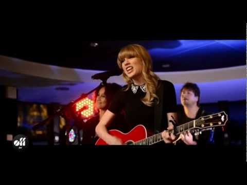 """OFF LIVE - Taylor Swift """"Red"""" Live On The Seine, Paris"""