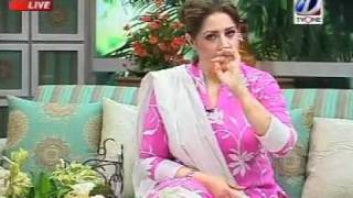 YouTube - Atiqa Odho (Pink) - Check Your Breasts.flv
