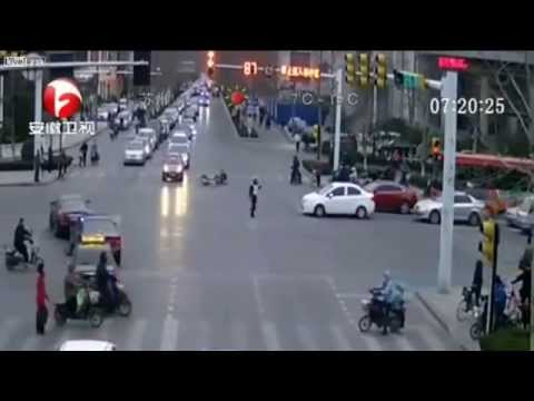 Drunk driver smashes bicycle rider then takes down traffic cop Liveleak BBC ANTV