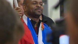 Прилетевшего за паспортом в Россию Роя Джонса встретили
