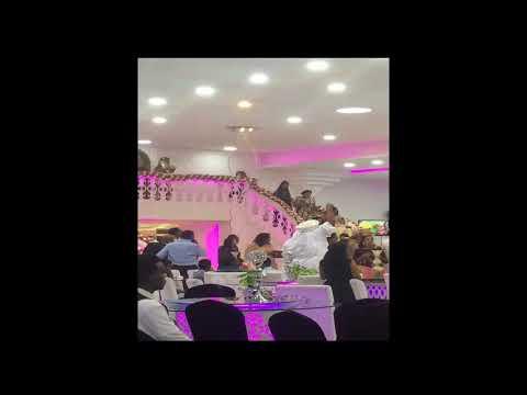 شاب تزوج shemale في حفل شواذ كبير