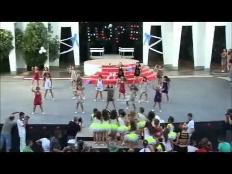 Lilttle girls dancing- Dance formation