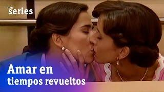 Amar en tiempos revueltos: El primer beso de Ana y Teresa | RTVE Series