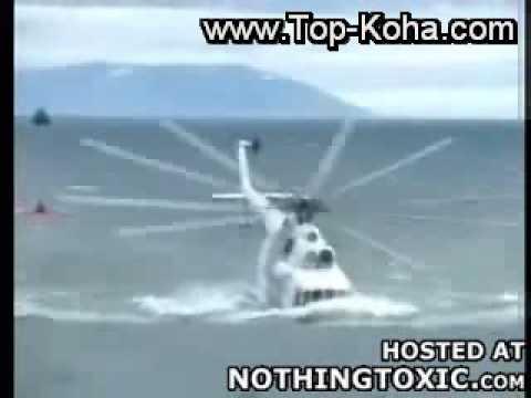 Aksident me nje Helikopter te ujit fundoset nen uj eksplodon