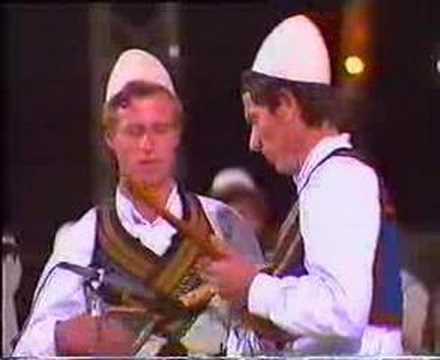 Vëllezërit Lleshi Vuka dhe Kodra Valle instrumentale