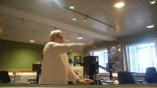Zoe Ball tries to out-Kate-Bush Kate Bush on BBC Radio 2!