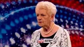 Senhora de 80 anos surpreende ao cantar no Britain's Got Talent -  No Regrets por Janey Cutler