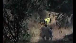 Colombo lezúg a dombról