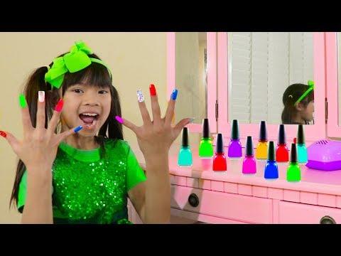 Xxx Mp4 Emma Pretend Play W Colorful Nail Polish Salon Toys For Children 3gp Sex