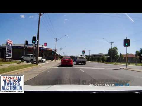 watch Responding Police Car And Sedan crash - Albury NSW