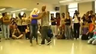 Hermosa pareja sexi dance