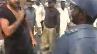 Pakistani Police Beaten by Public