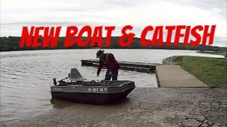 Catfishing in the Sundolphin Sportsman Boat