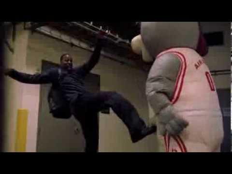 Houston Rockets Mascot scares the sh*t
