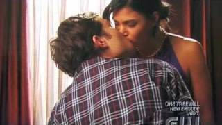OMFGG Chuck and Vanessa kiss ...again {Gossip Girl}