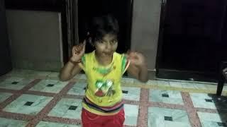 हिनदी गाने पर इस छोटी लडकी का धासू डानस