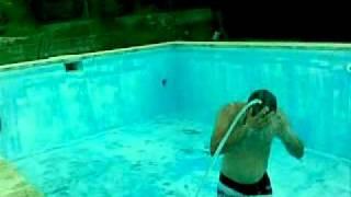 Ducha sexy en la piscina