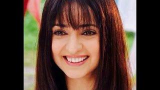 من أجمل ممثلة هندية بالشعر القصير