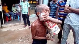 একটি বৃদ্ধলোকের অসাধারন হিন্দি গান শনুন..