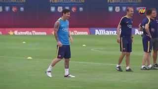 Messi   Mascherano thua tài Neymar   Alves ở màn thi đấu kỹ thuật