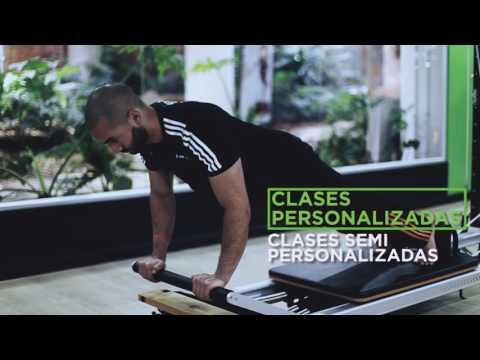 Plancha con flexión de codos - Pilates Bodytech
