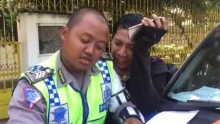 Video Lucu Polisi Nilang Banci