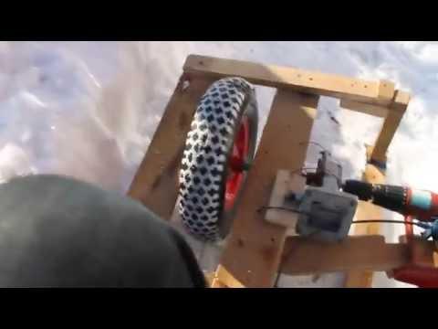 Снегоход из шуруповерта своими руками видео
