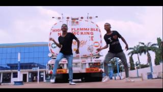 Wisa Grid,  left and right dance by Supreme dancers