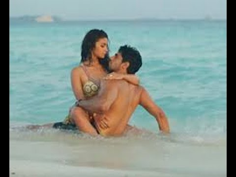Alia Bhatt romance  hot video
