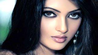 খাবার নয় ওয়েটারের সঙ্গে যৌনতায় লিপ্ত হতে চাইছেন রিয়া সেন !! Bangla News