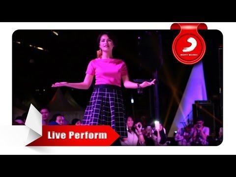 Download Lagu Mytha - Aku Cuma Punya Hati [Live Perform at Central Park]