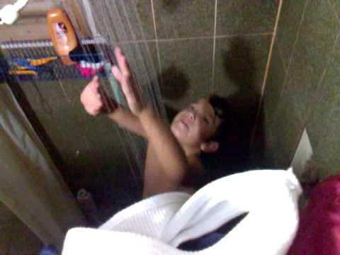 cantando no banheiro flagra incrivel
