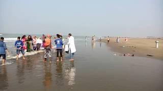 Beautiful Beach Girl in Cox's Bazar | সমুদ্র সৈকতে সুন্দরী মেয়েদের কী হচ্ছে এসব!! |
