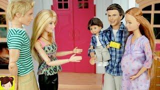 Muñeca Embarazada Midge y su Bebe Visitan a Barbie - La Abuelita les da Regalos a Las Hermanas