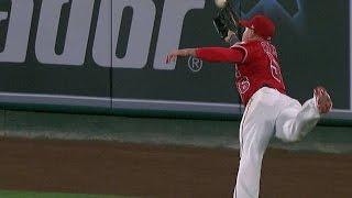 TOR@LAA: Calhoun robs Bautista of extra bases