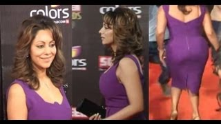 Gauri Khan in Sexy Exposing Curves Purple Dress at the Red Carpet- Colors Screen Awards 2013