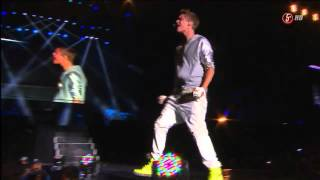 Justin Bieber singing U-Smile live - Mexico 2012