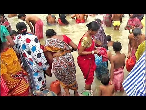 Xxx Mp4 Women Girls Are Gentle Bathing At Ganges Uncle Auntie Praying To God After Snan At Ganga Ghat 3gp Sex