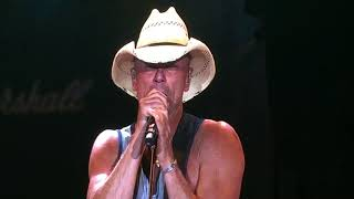 Kenny Chesney 2018 - Intro - Beer In Mexico