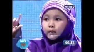 سبحان الله طفله ماليزيه تقرأ القران مع الاشارة