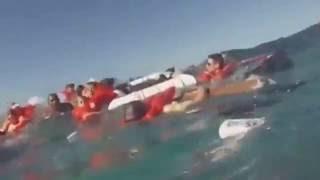 خطير غرق سفينة للسياح مشهد مرعب