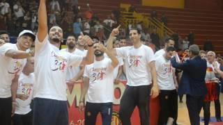 احتفال لاعبين الترجي التونسي  بعد تتويجهم  بالبطولة الدوري التونسي  لكرة اليد
