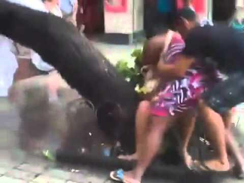 Briga de Mulheres no centro de Fortaleza
