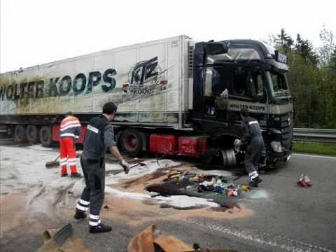 MB.Actros MP4 Crash On The Road Part 1