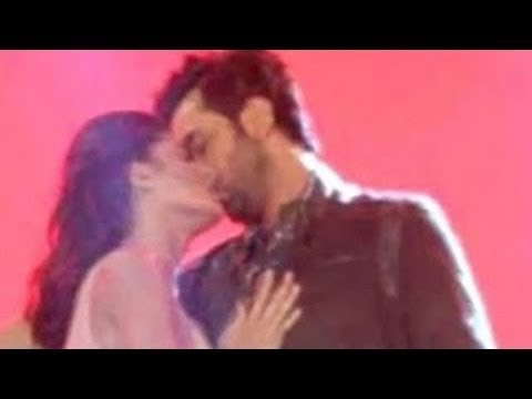 Katrina Kaif And Ranbir Kapoor Kissing Marathon At Pre Christmas Party