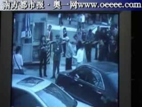 這個超� 目的車主,倒車不長眼撞到人沒道歉還動手打人